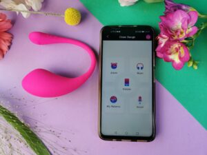 L'écran d'accueil de l'application Lovense, avec le Lovense Lush 3 à côté.